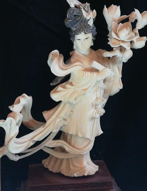 Statuette chinoise fleur au vent