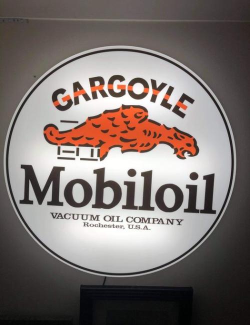 Lightbox Mobiloil gargoyle